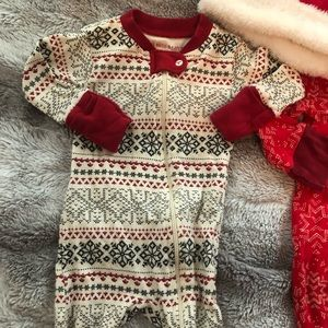Burt's Bees Baby Pajamas - Like New - 0-3 month Christmas Pajamas with hat